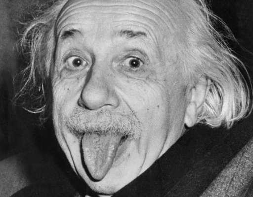 Albert Einstein qui tire la langue ! Il avait 72 ans lorsque cette photo a été prise, en 1951.