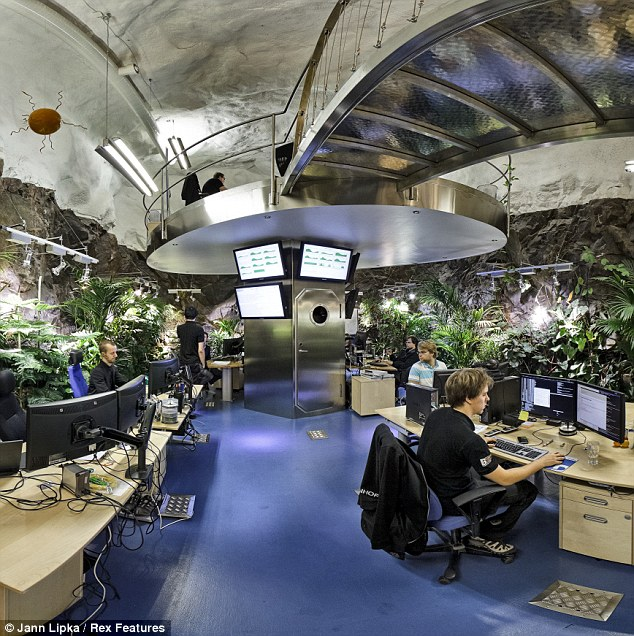 pionen-data-center-verdure-et-bureaux