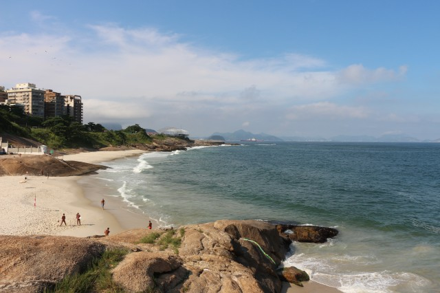 Vue sur la praia do Diabo depuis l'Arpoador