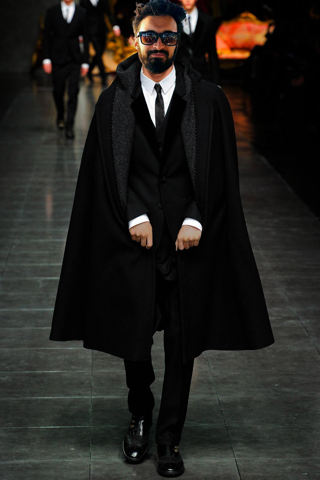 Arthur en dandy moderne qui défile pour Dolce & Gabbana